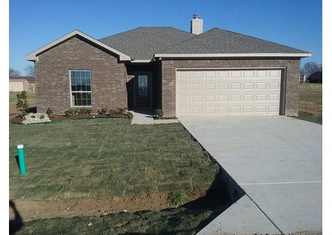 New 3 bed 2 bath just 1 hour from DFW, Tyler.  LARGE backyard